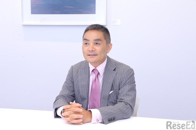 昭和女子大学で教鞭をとる青山綜合会計事務所の代表取締役社長、粟国正樹氏